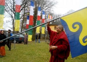 Am Losartag werden neue Flaggen aufgehängt